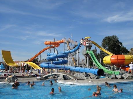 zwembad met glijbanen camping terme catez