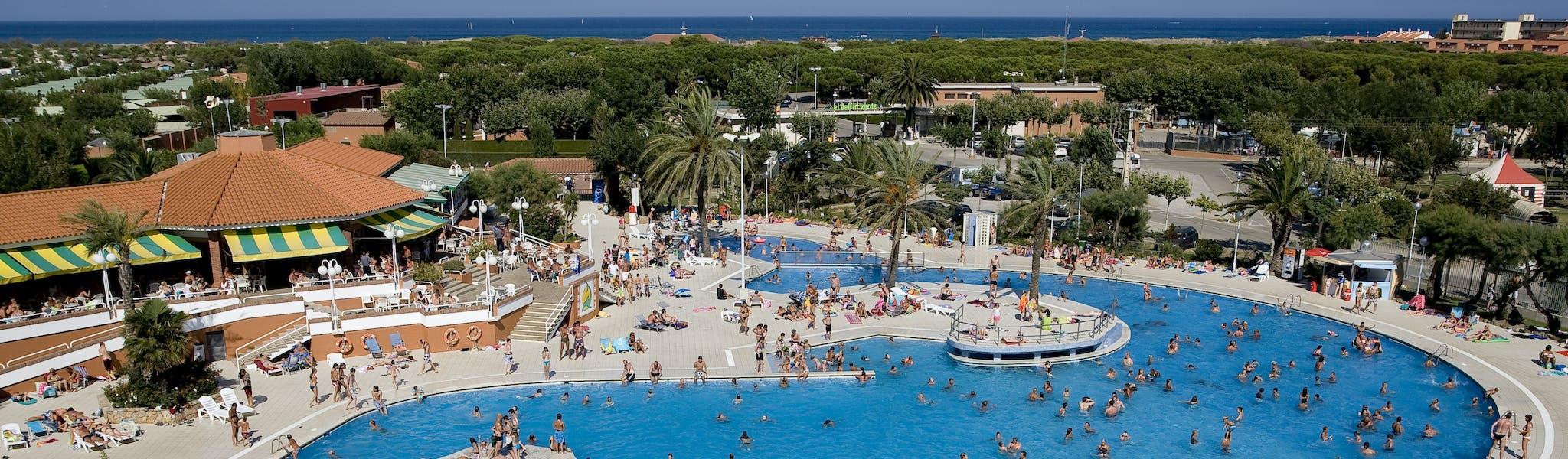 zwembad bij camping El Delfin Verde