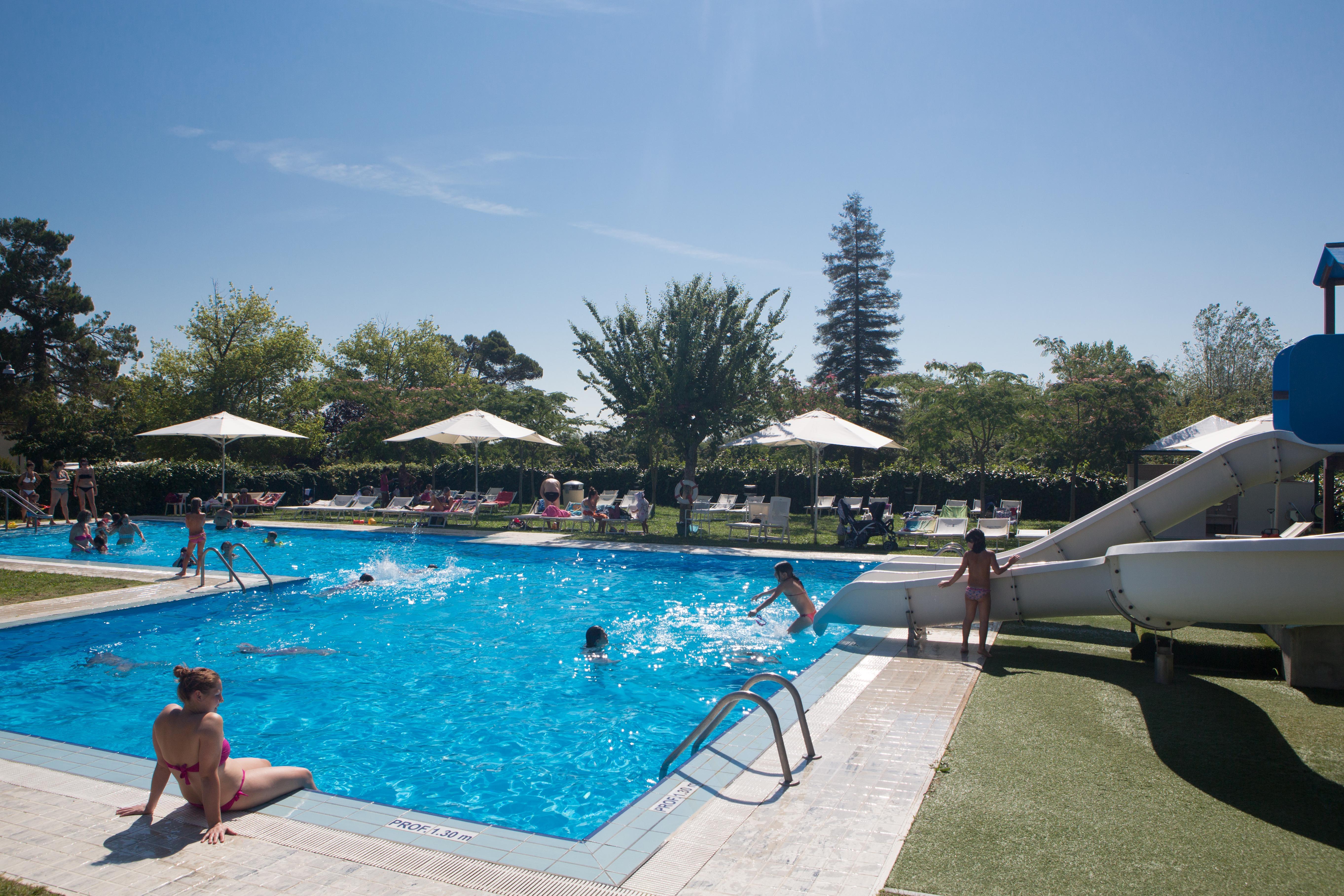 Zwembad vanaf rand Parco delle Piscine
