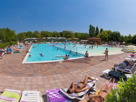 zwembad camping Pacengo
