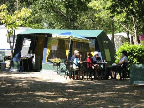 Bungalowtent Blue camping Domaine de Labeille