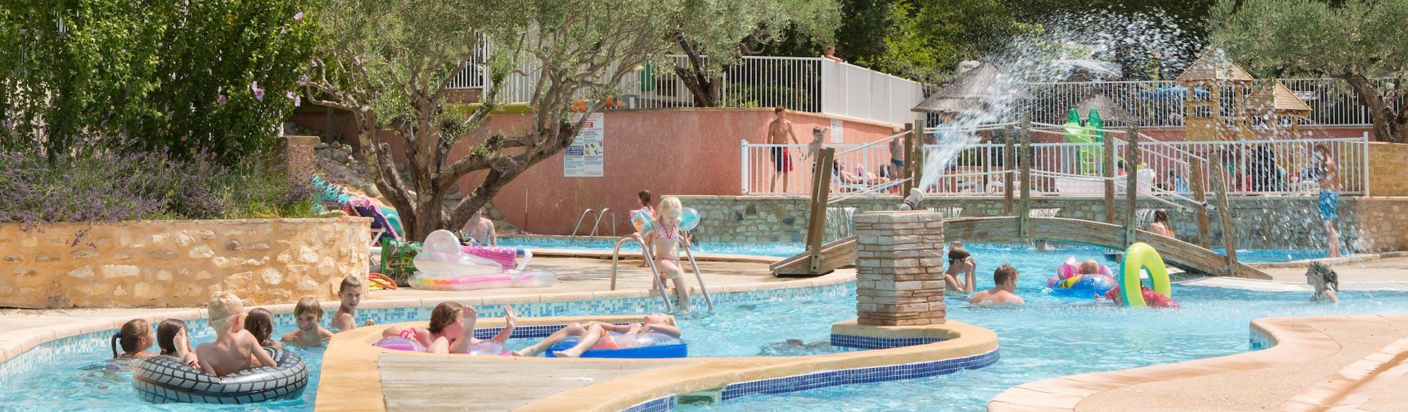 Buitenzwembad camping Domaine de Labeiller