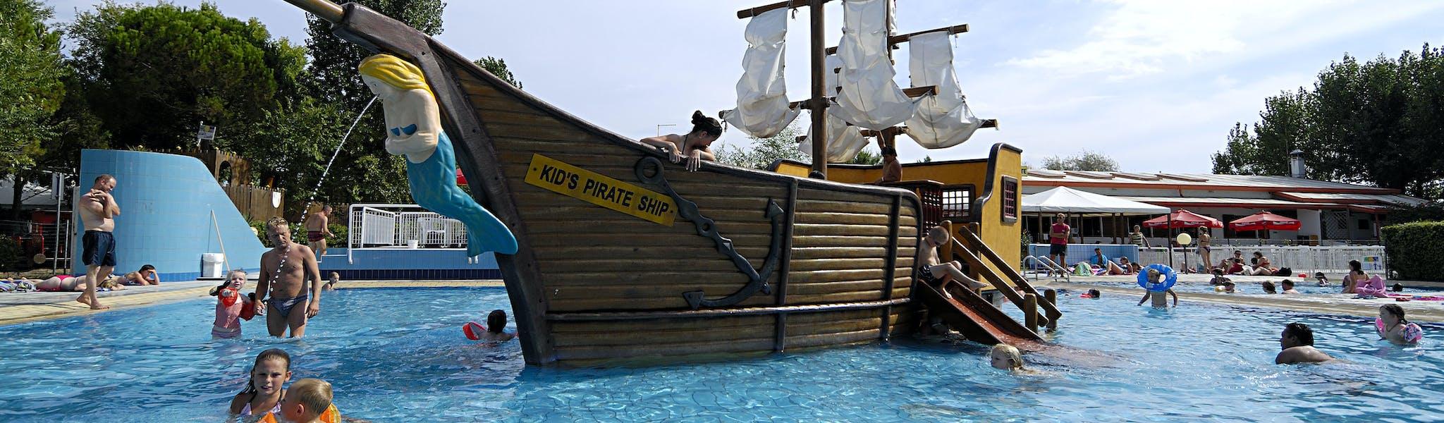Piratenschip Zwembad camping Ca' Savio