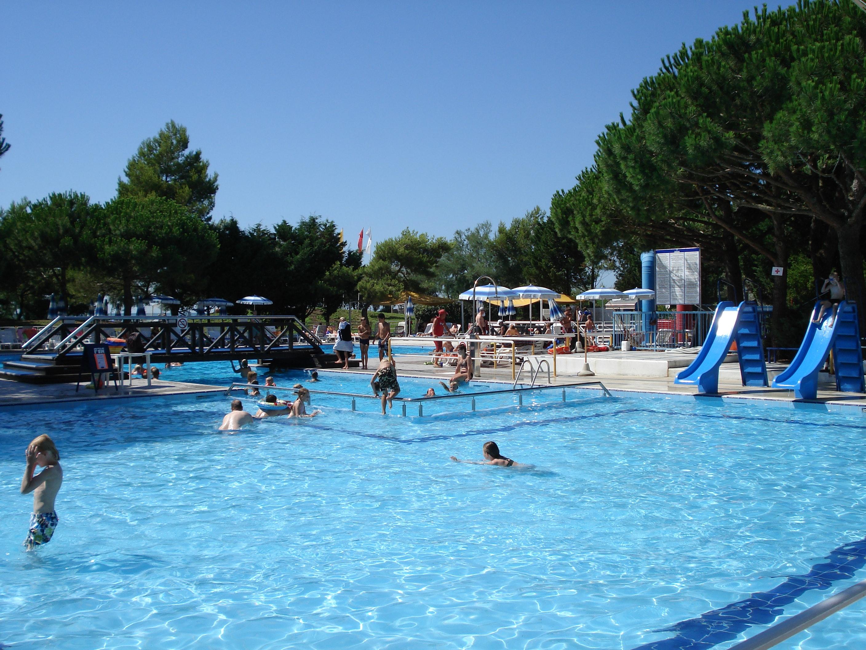 Zwembad Overzicht Camping Mediterraneo