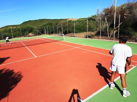 Tennissen op camping Bella Sardinia