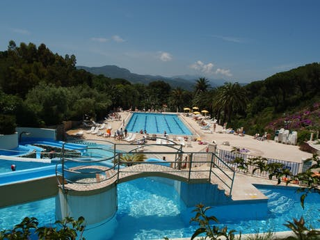 Zwembad camping Rosselba le Palme