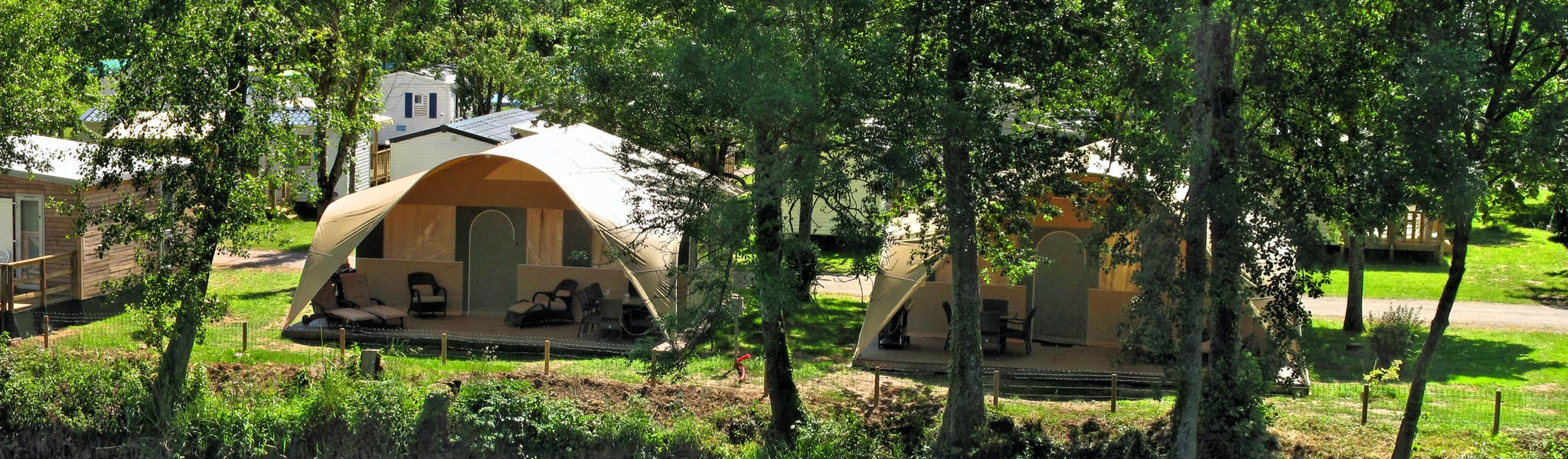 Grand Lodgetent camping Val de Bonnal plaats