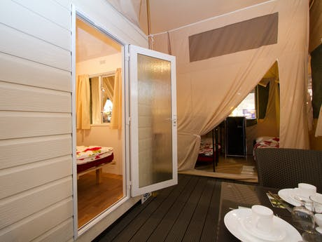 Grand Lodgetent interieur