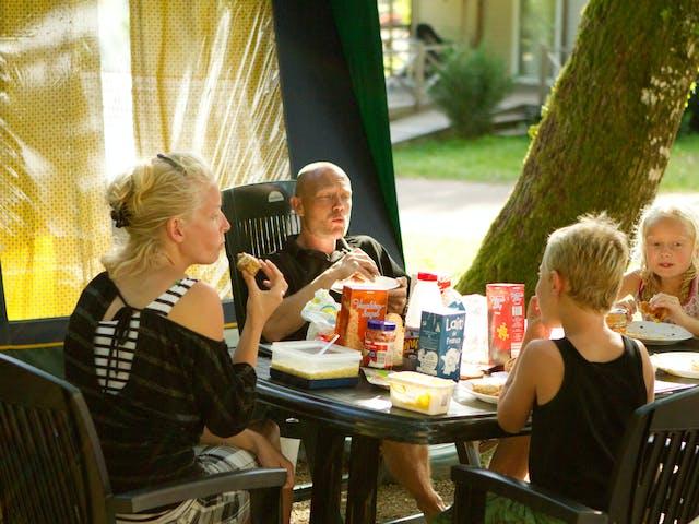 Voorbeeld Bungalowtent Blue gezin