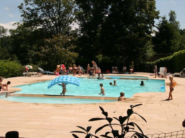 zwembad camping Château de Montrouant