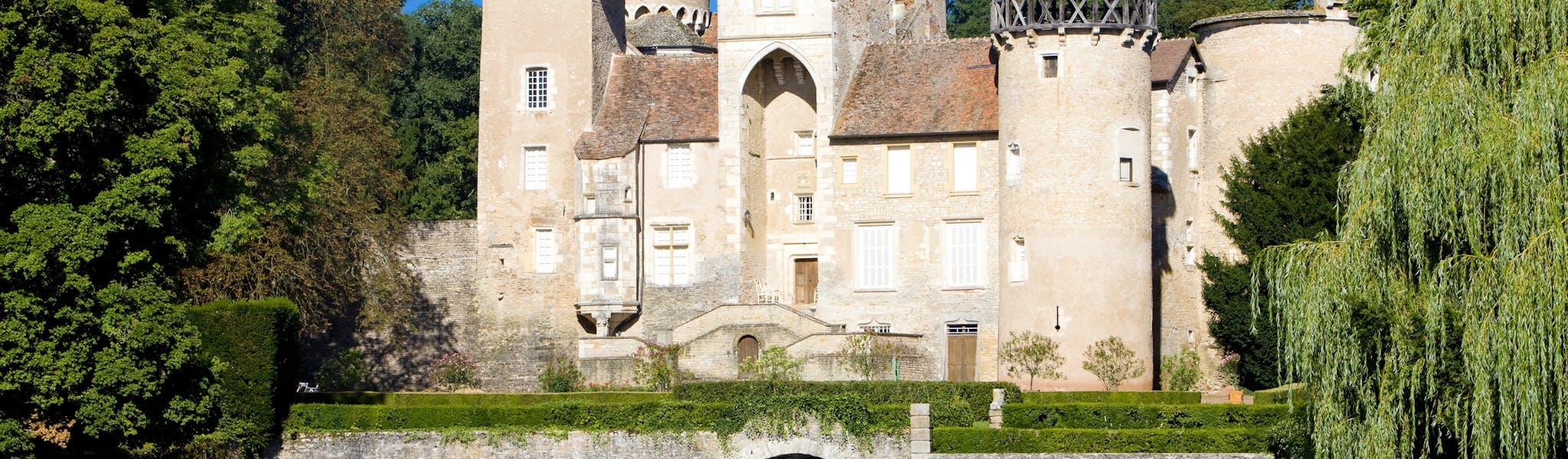 kasteel bij meer Château de Montrouant