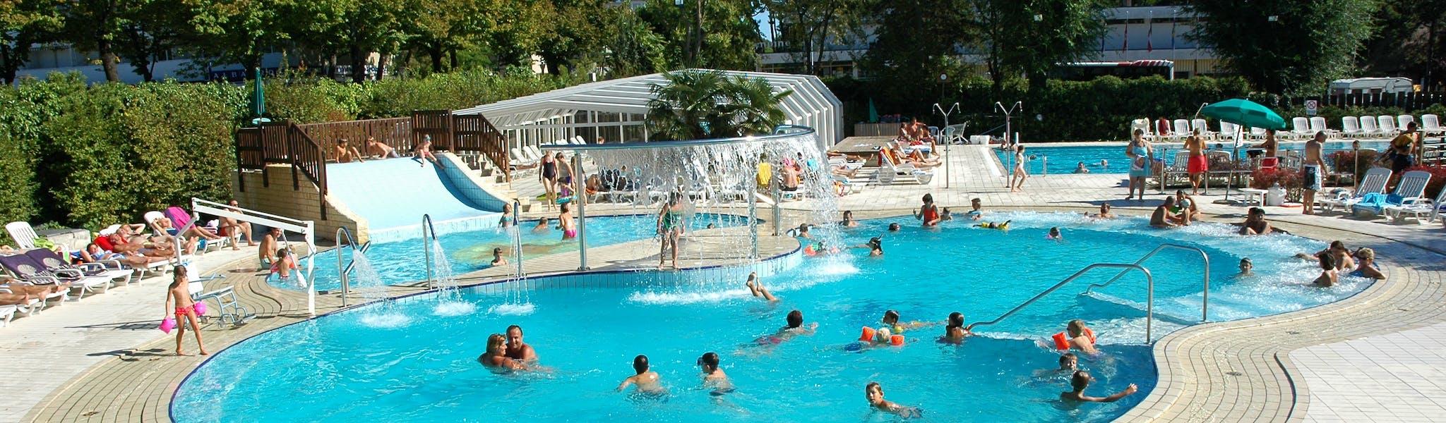 Zwembad bij camping Sabbiadoro