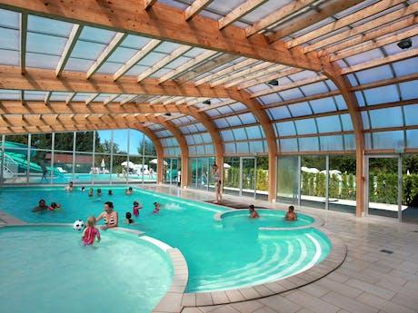 Binnenzwembad camping Fayolan