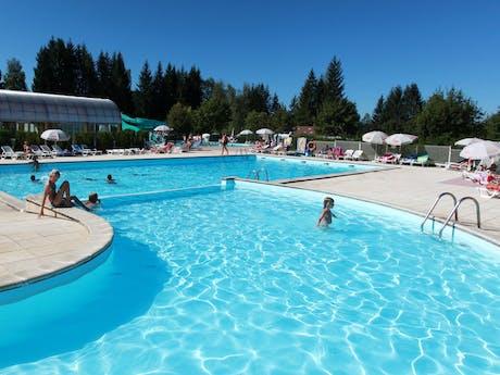 Buitenzwembad camping Fayolan