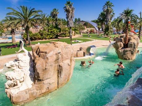 Zwembad rotsen camping la Sirene