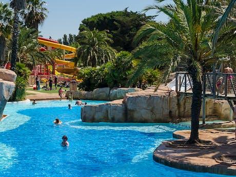 Zwembad met glijbaan achtergrond la Sirene