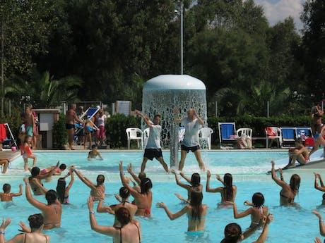 Animatie zwembad camping Baia del Marinaio