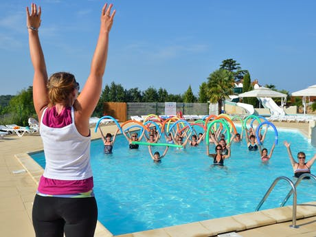 Zwembad camping Le Pin Parasol ochtendgym