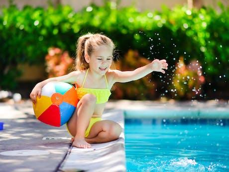Meisje zwembad