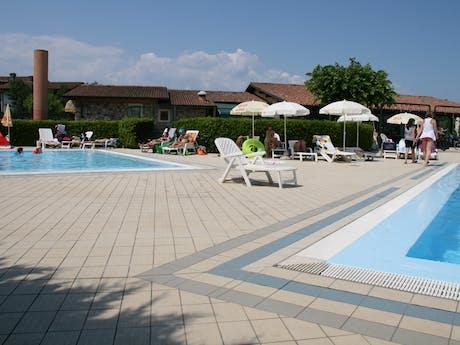 Zwembaden op camping Tiglio