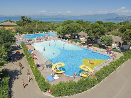 Camping Cisano San Vito luchtfoto zwembad