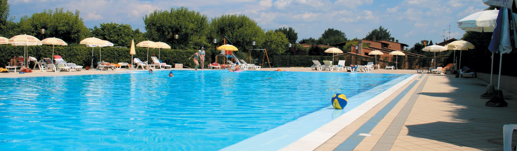 Zwembad op camping Tiglio