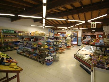 Supermarkt bij camping Tiglio