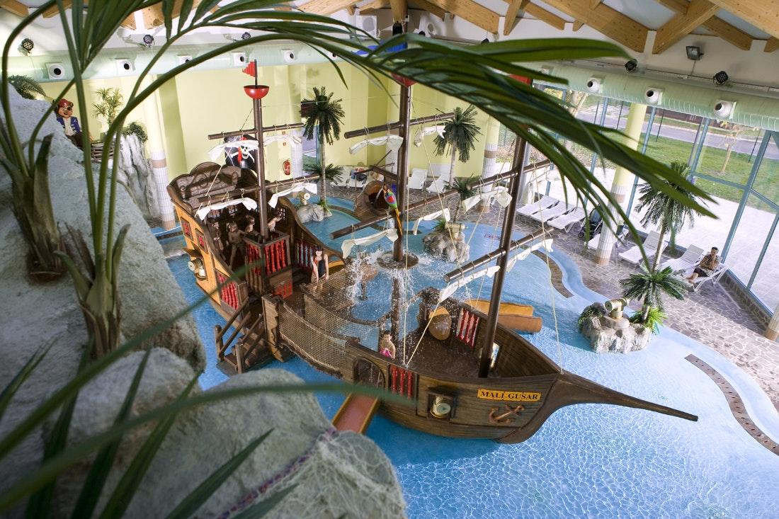 Terme Catez binnenzwembad piratenschip 2