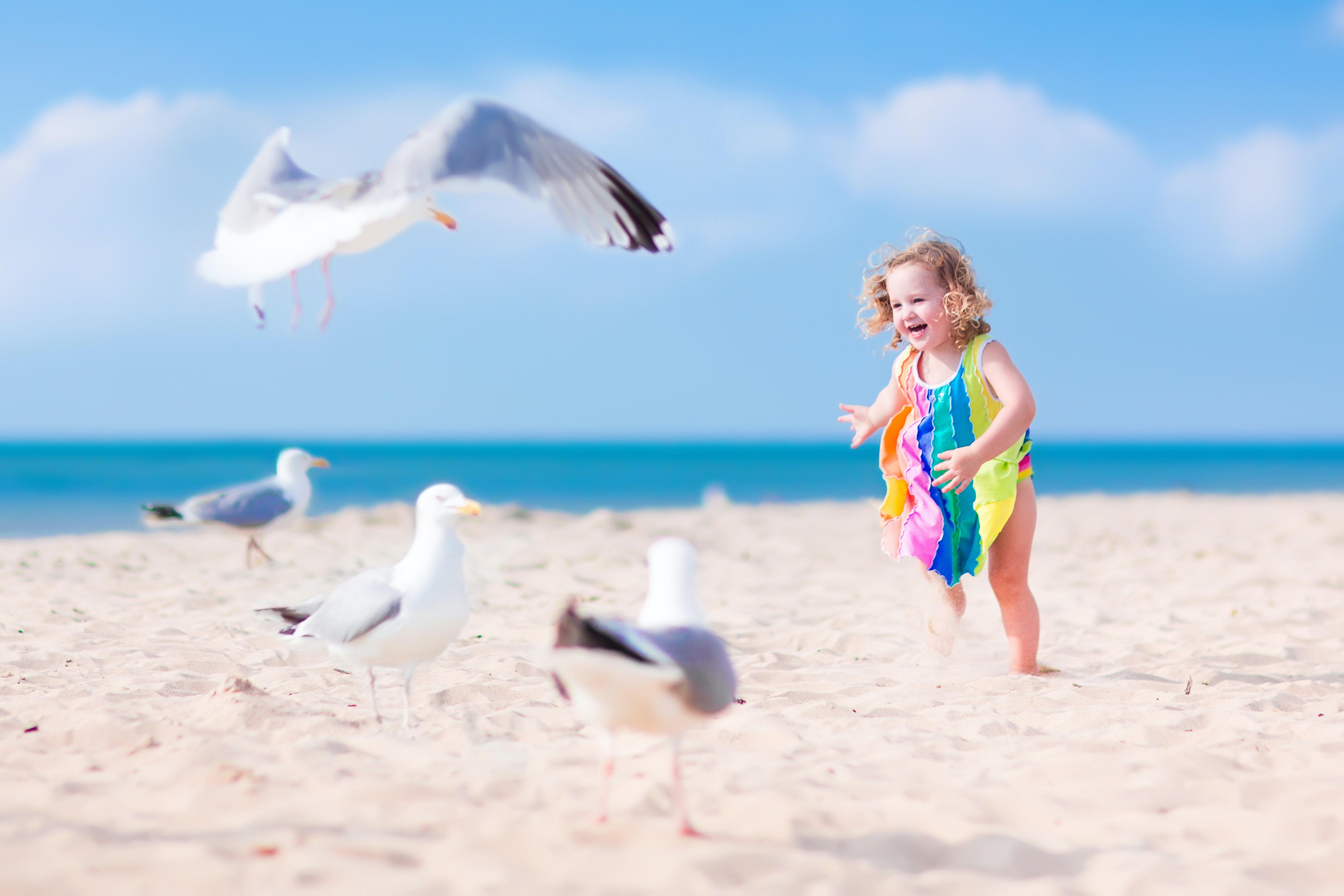 kindje op het strand