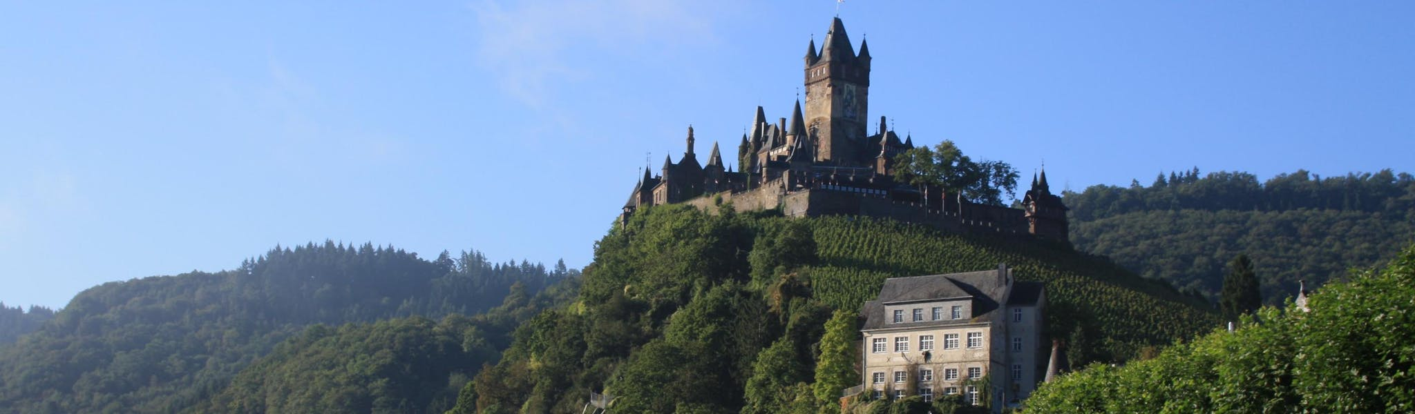 Kasteel op berg Knaus camping Burgen