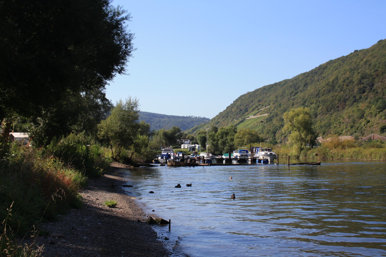Rivier bij Knaus camping Burgen