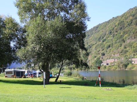 Knaus camping mosel/burgen groene weide meer