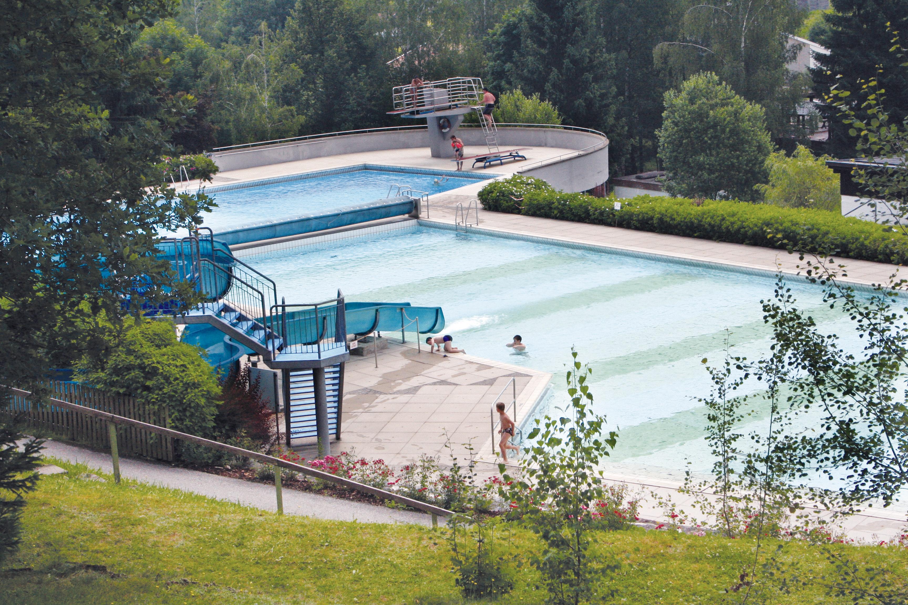 Buitenzwembad campingpark knaus Viechtach