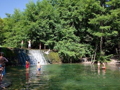 Zwemmen in meer Ludo camping