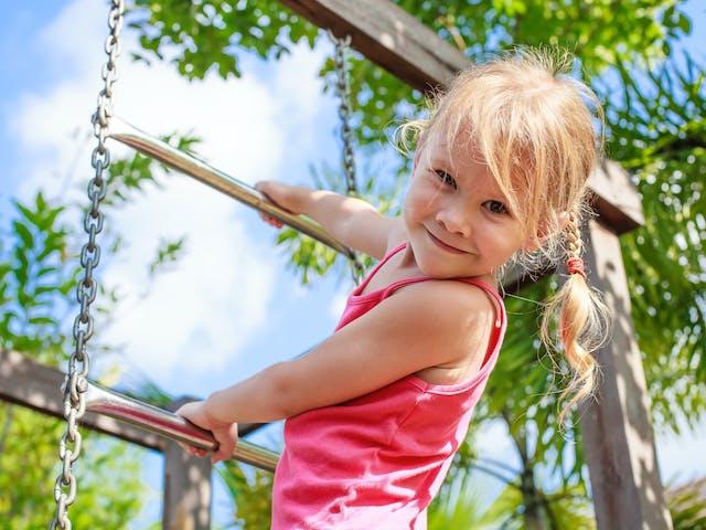 Algemeen ViaLora kind op klimrek
