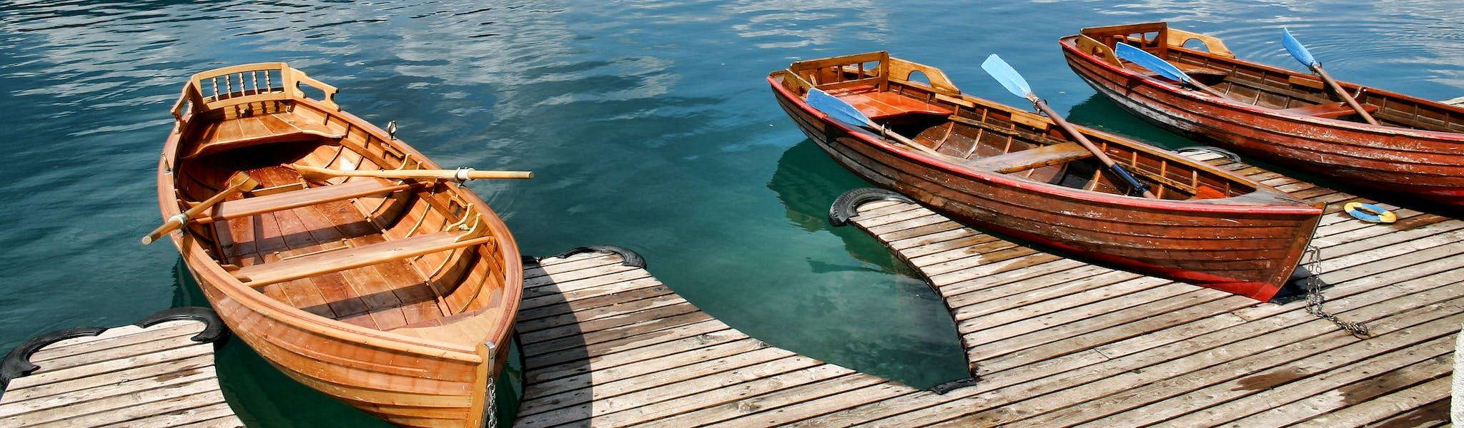 Boten aan het meer van Bled