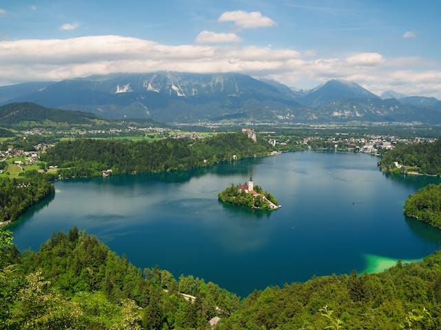 Slovenie-meer van Bled overzicht