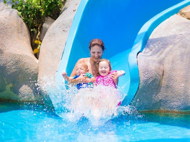 algemeen zwembad gezin