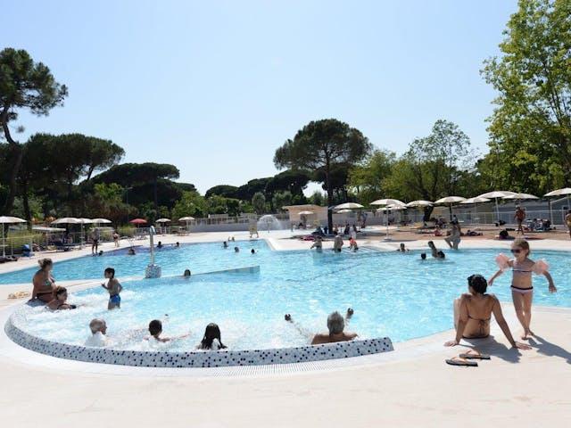 buitenzwembad camping marina village