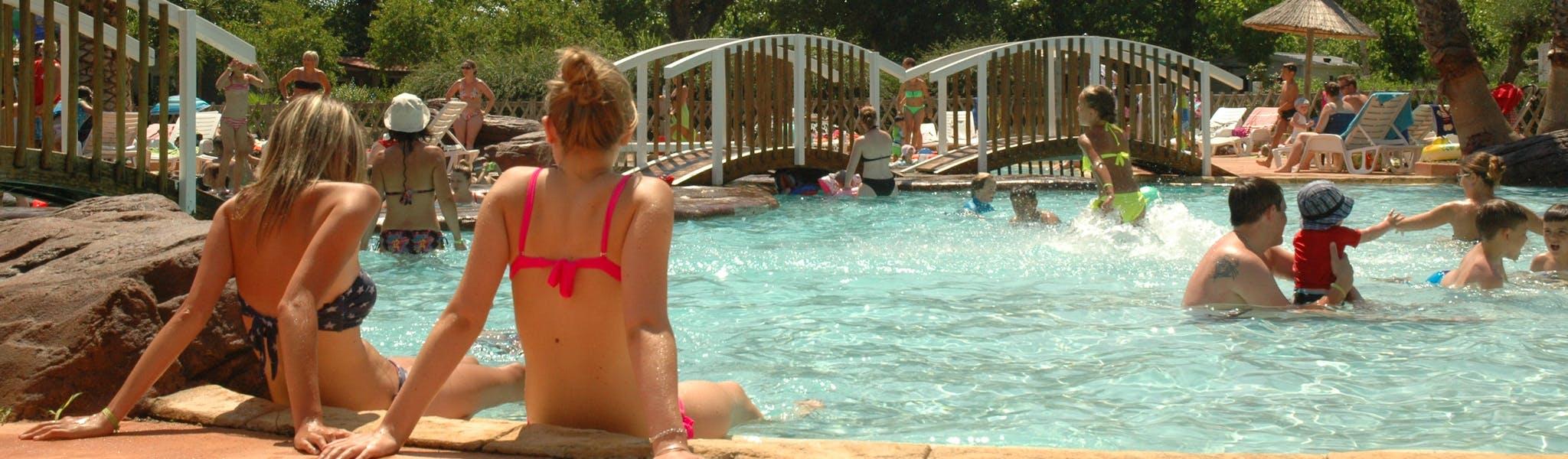 buitenzwembad les salisses