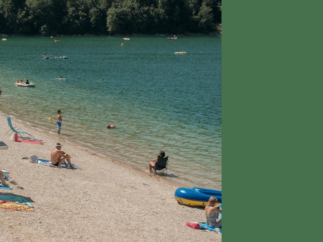Druk strand Domaine de Chalain