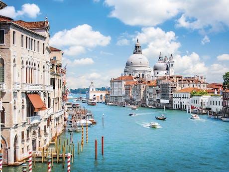 grand canal venetie vaar italie