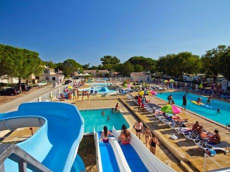 Zwembad met glijbaan camping Bon Port
