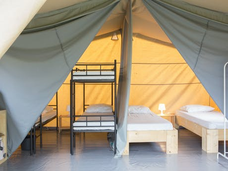 Safaritent Taupe voorbeeld indeling slaapkame