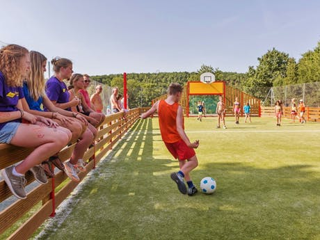 Camping Gorges du Chambon voetbalveld