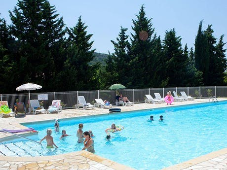 Zwembad bij Ludo camping