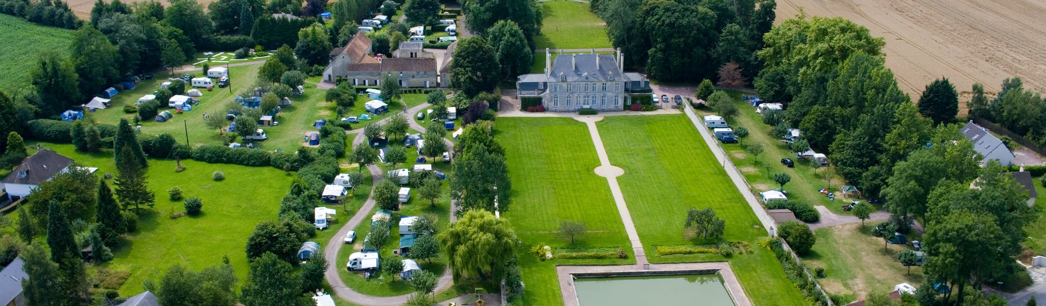 Luchtfoto camping Chateau de Martragny