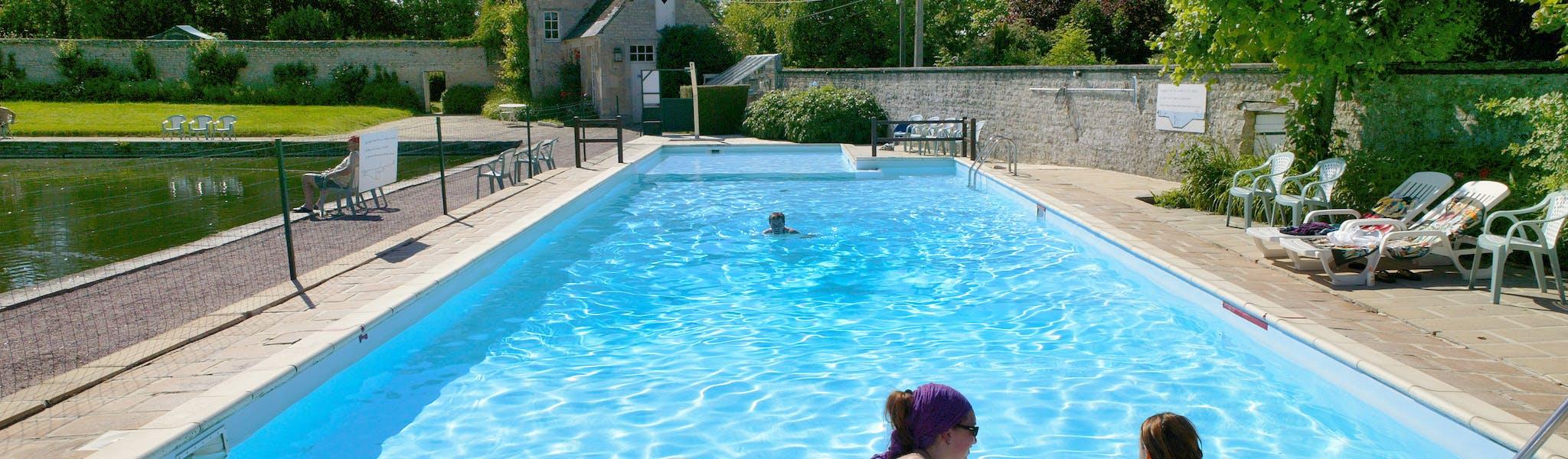 Zwembad camping Chateau de Martragny