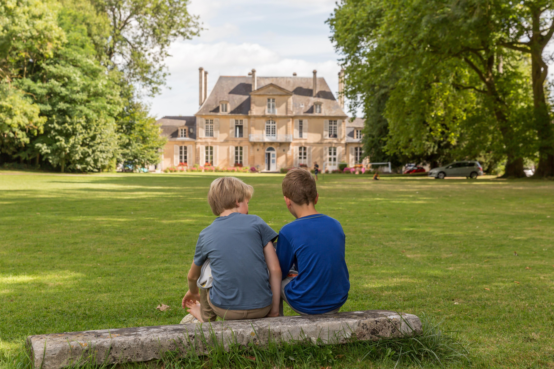 kinderen bij Chateau de Martragny