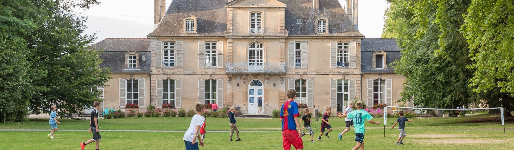 Spelen op grasveld Chateau de Martragny